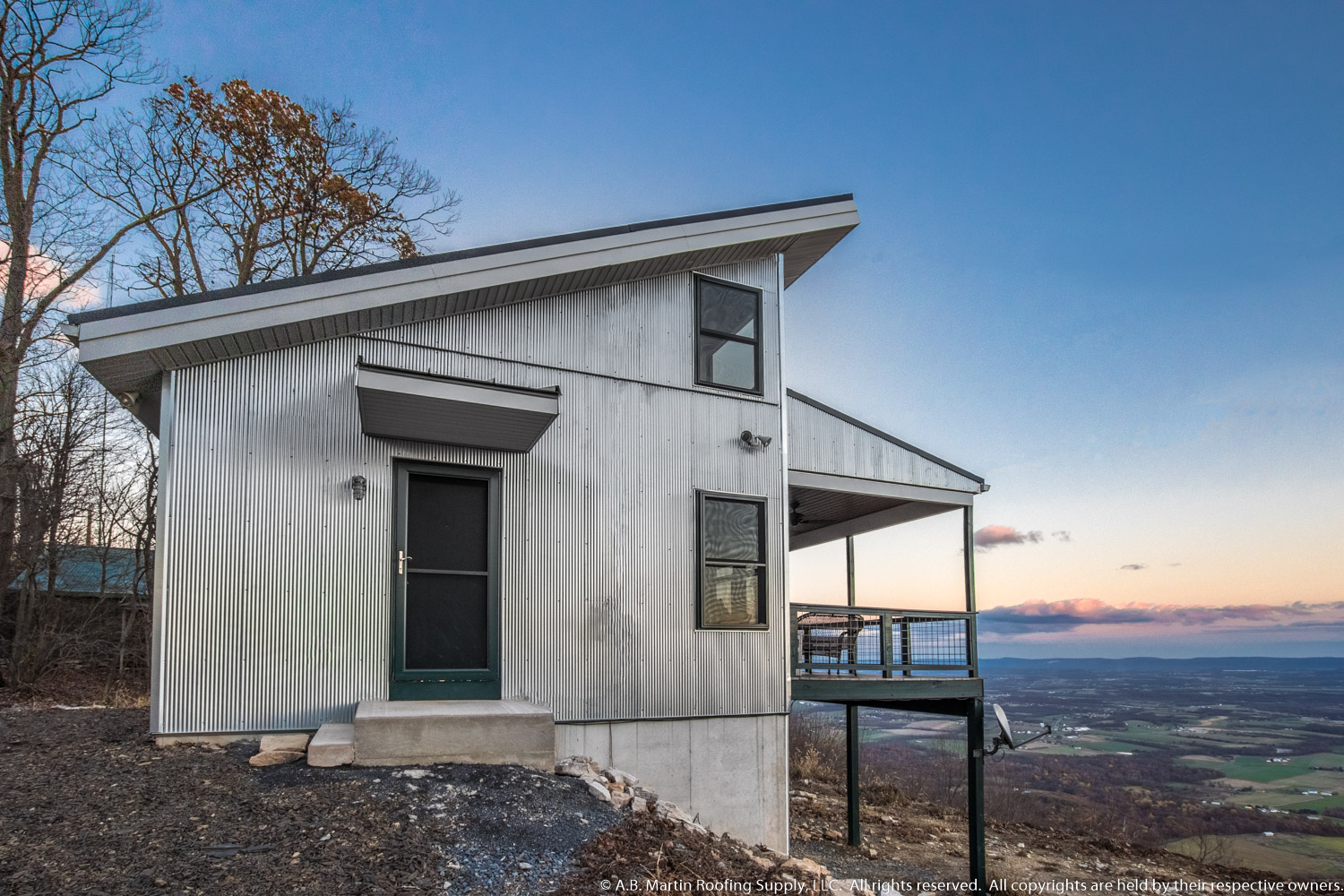 Building Showcase: Mountaintop Cabin with Amazing View and ...