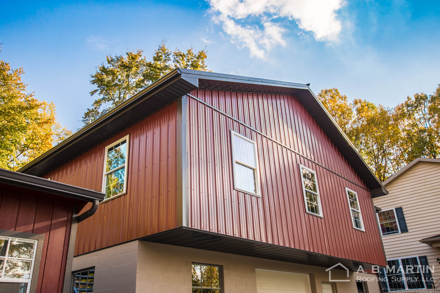 Video red amish barn building showcase a b martin for Amish barn construction